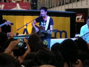 Camilo promocionó su nuevo sencillo 'Tráfico de sentimientos'. (FOTO Javier Gutiérrez)