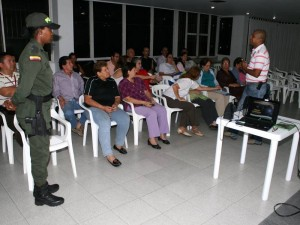 La reunión fue dirigida por el Gaula de la Policía Metropolitana y tuvo como propósito prevenir la extorsión y el secuestro. (FOTOS Mauricio Betancourt)