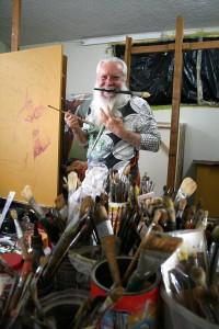 El maestro Mantilla Caballero tiene por costumbre levantarse a las 4 a.m. para comenzar a trabar en su estudio.