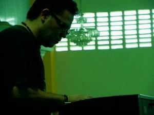 Javier Casanova es el productor de la banda, pero también maneja los teclados.