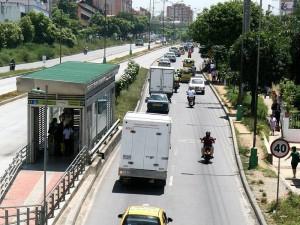 Los residentes y visitantes se ven afectados al eliminarles su parada de bus tradicional. (FOTOS Mauricio Betancourt)