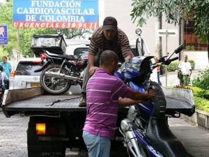 Sigen operativos contra el mal parqueo. (FOTO Mauricio Betancourt)