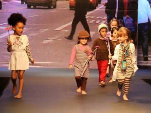 La moda infantil también tuvo su espacio en el 'Mes de la Moda'.