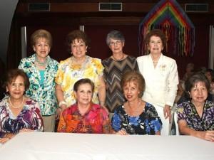 Alicia Galvis de Rueda, Lilia de Rueda, Lilia de Gómez, Cecilia Franco, Celina de Uscátegui, Eugenia de Barrera, Carmen Gómez y Mariela de Pradilla.
