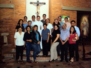 El padre Jaime en compañía de los integrantes del consejo pastoral parroquial. (FOTO Suministrada)