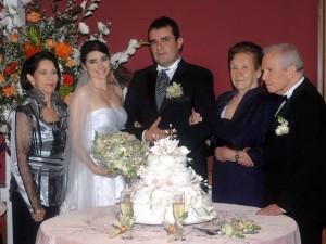 Junto a los novios Elsa Uribe de Schneider, Myriam Ortiz de Ortega y Hernando Morales. (FOTO Jaime del Río)