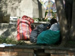 El lugar se ha convertido en el hogar de indigentes, vendedores ambulantes y cúmulo de basuras. (FOTO Angélica Moreno)
