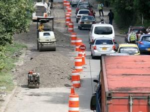 Los arreglos por la paralela antes de tomar el puente del Anillo Vial continuarán por unos días. (FOTOS Mauricio Betancourt)
