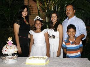 Ana María junto a sus padres Yamile Ramón y Jairo Castro y sus hermanos Margarita y Santiago. (FOTO Marco Valencia)