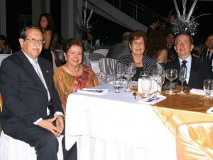 Efraín Mantilla Azula, Cecilia Macías de Mantilla, Rosa Arenas de Aramburo y Luis Enrique Aramburo. (FOTOS Mauricio Betancourt)