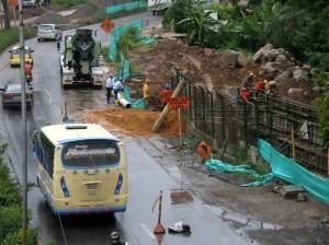 Los trabajos de la Concesión Vial Los Comuneros obligan al AMB a hacer relocalización de tuberías. (FOTO Archivo)