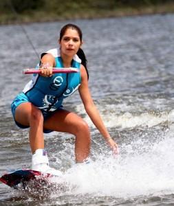 Daniela Moreno durante el I Torneo Departamental de Wakeboard.