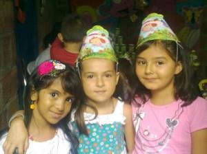 Camila Alejandra junto a sus amigas Mary Yulieth y Nathalia Caro. (FOTO Suministrada)