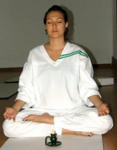 A través del adecuado manejo de la respiración y las posturas se refuerza el sistema inmunológico.
