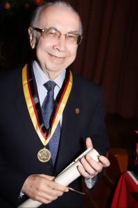Luis Alfonso Díaz Nieto recibió el Orden al Mérito categoría Fundador y Gestor de la Universidad. (FOTO Suministrada)