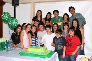 Felipe Ramírez Velandia lo festejó junto a sus amigos. (FOTO Mauricio Betancourt)