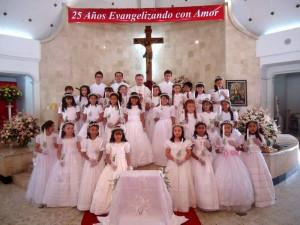 Las primeras comuniones de Aspaen Gimnasio Cantillana tuvieron lugar en la Parroquia Santa María Reina. (FOTO Suministrada)