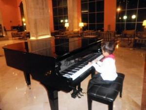 Durante su presentación en el Festival Infantil de Piano de la UIS.