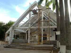 Monseñor Néstor Navarro Barrera impulsó la ampliación del templo. (FOTO Archivo)