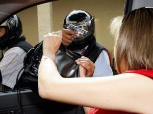 Recomendaciones para evitar caer en las diferentes modalidades de robo. (FOTOS Archivo)