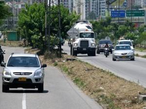 La limpieza se evidencia en la autopista en los alrededores del conjunto Carabelas. (FOTOS Mauricio Betancourt)