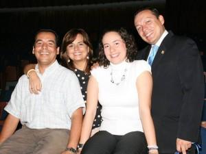 Adriana, Javier, Rafael y Paola trabajan en este proyecto desde hace más de un mes.