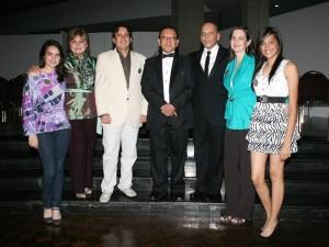 Aparecen Sara Teresa Cote, Elsi Caballero, Ovido Alarcón, Clímaco Otero, Arnulfo Mejía Ferreira, Erika Ottens de Cote y Lina María Plata.