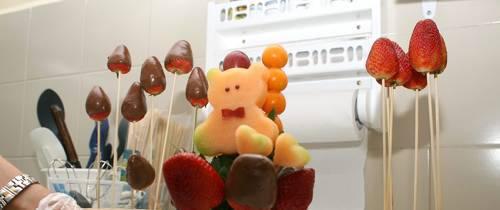 Adornos 'florales' hechos a base de fruta