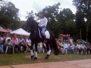 En la jornada también hubo exhibición de caballos y toro mecánico.