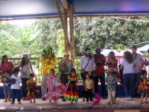 En el aniversario del Gimnasio Colombianitos del mañana se integró la comunidad académica y padres de familia.