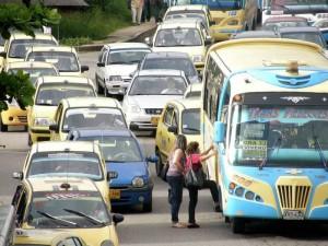A la par establecer una vigilancia continua para evitar que particulares y taxistas se estacionen en el sector.