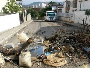 El mal estado de la malla vial lleva un año en el sector de la carrera 28 de Molinos.