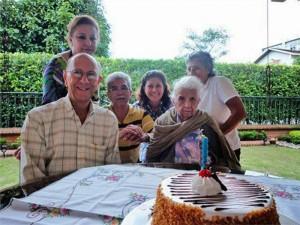 Amparo Carrillo, Jairo Silva Santamaría, Adriana Santamaría Rueda, Gladys Silva Santamaría (de pie) y Armando Santamaría Vargas y Leonor Santamaría de Silva (sentados).