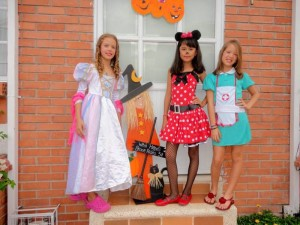 Ximena Desroches, Nathalia y Naomi Desroches.