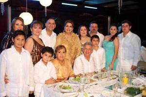 En días pasados Emilio Galvis y Luz Marina Pérez festejaron 50 años de unión matrimonial.