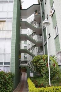 En cuanto a costos un apartamento entre primero y cuarto piso oscila entre 130 a 140 millones de pesos y un penhouse en 200 millones.