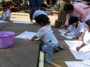 Talleres de pintura y dibujos dirigidos a niños entre los 4 a 10 son una buena alternativa.