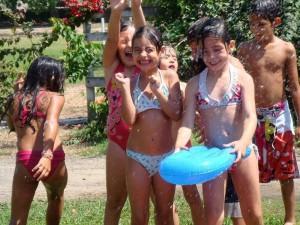 Las actividades lúdicas recreativas como la piscina son otra posibilidad durante el receso escolar.