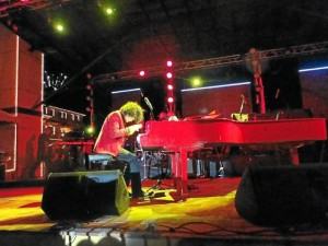 El pianista paisa Ivann estuvo también en esta celebración con lo mejor de su talento.
