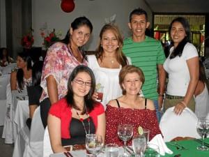 Luz Jurado, Flor Eslava, Andrea Aguas, Martha Castro, Fabio Gallo y Mónica Morales.
