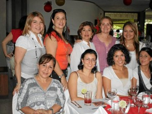 Mireya Martínez, María Luna, Paola Lezcano, Liseth Ochaa, Ana Briceño, Martha Camacho, Marelvi Díaz y Martha Castro.