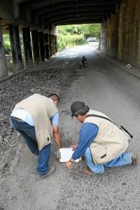 El pasado jueves se iniciaron las mediciones para adecuar la vía debajo del puente.