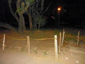 La parada de bus también carece de iluminación y se convierte en un peligro para quienes deben esperar transporte.