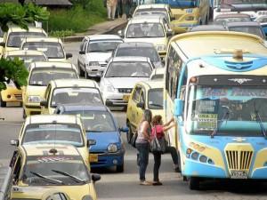 Dejar o recoger pasajeros es la infracción más común de los conductores de servicio público.