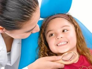 Es importante llevarlos a donde un odontólogo que les hace limpieza y cepillado de una forma profesional.