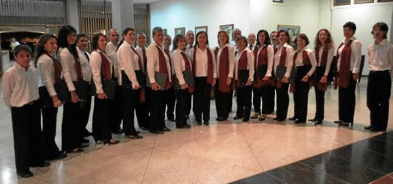 Entre las obras que interpreta la coral de Santiago Apóstol se cuentan obras de Brasil, Chile,  Bolivia, España y Venezuela.