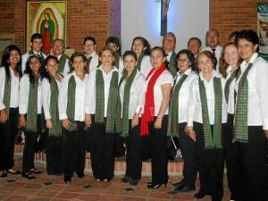 El coro ensaya de lunes a viernes durante dos horas. Las clases están divididas por grupos de voces de lunes a jueves y el viernes practican en conjunto lo que trabajaron a lo largo de la semana.