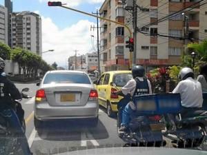 Los motociclistas siguen siendo los campeones de las infracciones y se niegan a creer que deben ocupar el mismo espacio de un vehículo de cuatro ruedas.