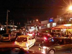 La falta de espacio para transitar ocasiona gran congestión vehicular a los habitantes del sector y los visitantes.