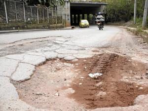 """""""Las calles de Cañaveral ya parecen trochas, ya no tienen nada que envidiarle a las de Bogotá"""", puntualizó."""